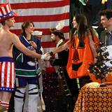 """In der diesjährigen Halloween-Folge von """"How I Met Your Mother"""" wird das Geheimnis von Teds """"Kürbis-Romanze"""" gelüftet. Katie Hol"""
