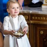 Prinzessin Estelle beweist sich beim Empfang auf Schloss Drottningholm als gute Gastgeberin.