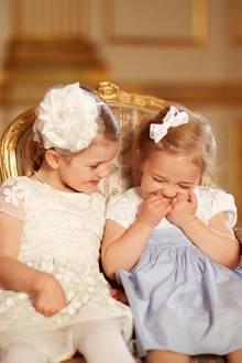 Prinzessin Estelle kann die kleine Leonore schön zum Kichern bringen.