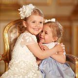 Ziemlich beste Freundinnen! Prinzessin Madeleine zeigt ganz stolz diese neuen Fotos ihrer Tochter Prinzessin Leonore und ihrer Cousine Prinzessin Estelle, und man kann wirklich sehen, dass die beiden sich mögen.