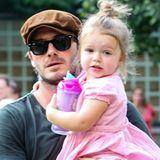 Früh übt sich, wer ein Stilbrecher werden will: Das rüschige rosa Kleidchen wird bei Harper schon mit derben Baby-DocMartens kombiniert.