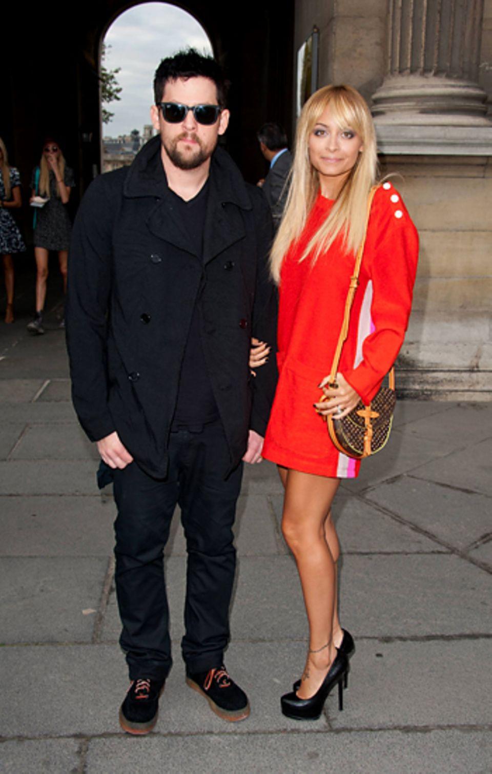 """Fashion Week Paris: Joel Madden und Nicole Richie sehen sich die Show von """"Louis Vuitton"""" an."""