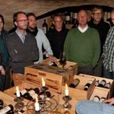 Im Weinkeller der Sansibar erfahren die Männer mehr über den leckeren Tropfen.