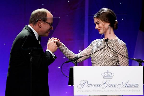 Princess Grace Awards: Fürst Albert und Anne Hathaway