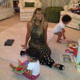 Nach ihren Konzerten beeilt Mama Mariah sich, um ihre Babies selbst ins Bett bringen zu können - im Bühnenoutfit auf High Heels natürlich.