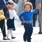 Die Zwillinge von Mariah Carey und Nick Cannon, Monroe und Moroccan, sind mit ihren Aufpassern in Tribeca unterwegs.