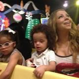 Ausflug mit Mama Mariah: Die Sängerin fährt mit ihren Zwillingen ins Disneyland.