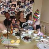 Was macht Familie Carey-Cannon an einem ganz gewöhnlichen Sonntag? Alle essen gemeinsam zu Abend.