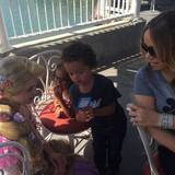 Monroe und Maroccan treffen Disneys Prinzessin Rapunzel.