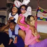 Familie Carey-Cannon feiert gemeinsam Ostern.