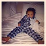 """Moroccan entspannt sich auf dem Bett. Und Mama Mariah erkennt darin wohl einen Charakterzug ihres Sprösslings: """"Roc ... was soll"""