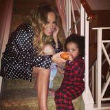 Zu Halloween schenkt Mariah Carey ihrem Kleinen seinen ersten Mini-Kürbis.