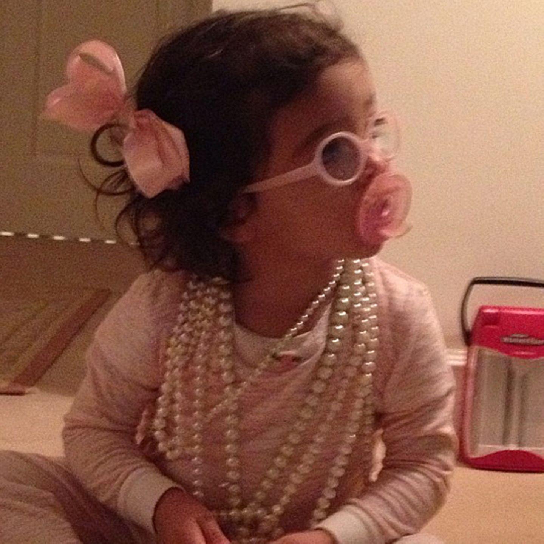 Ms. Monroe ist ein großer Perlenkettenfan - das denkt zumindest ihre Mutter Mariah Carey.