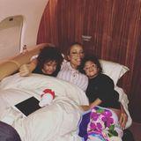Mariah Carey kuschelt sich mit ihren Zwillingen ins neue Jahr.