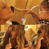 Mariah Carey lässt sich von Töchterchen Monroe das richtige Make-up verpassen.