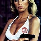 """Bond Girls: Britt Ekland 1974 in """"Der Mann mit dem goldenen Colt"""""""