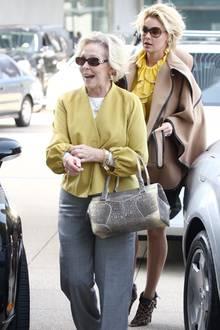 Katherine Heigl und Mutter Nancy sind oft gemeinsam unterwegs, passen Farben und Style einander an