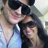 14. Oktober 2010: Glücklich lächelt das Paar in die Handykamera. So viel Harmonie muss natürlich direkt mit den zahlreichen Twit