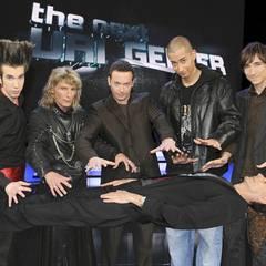 """The Next Uri Geller: """"The stage is yours"""", läutete Uri Geller jeden Auftritt seiner potenziellen Nachfolger ein. Gern auch begle"""
