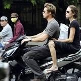 Stars & Bikes - Prominente und ihre Motorräder:  Brad Pitt und Angelina Jolie auf einer Yamaha Nouvo RC.