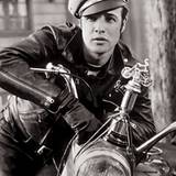 Stars & Bikes - Prominente und ihre Motorräder:  Marlon Brando als Johnny Strabler, Anführer des Black Rebel Motorcycle Club, in