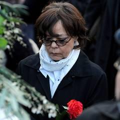 Simone Rethel nimmt endgültog Abschied von ihrem Mann.