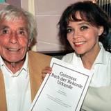 Sichtlich stolz: 1997 kommt Heesters als erster und einziger Schauspieler, der mit 93 Jahren noch in seinem Beruf aktiv ist, ins