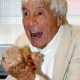 """Anlässlich seines 100. Geburtstags pielt der Schauspieler in """"Heesters - eine musikalische Hommage"""" sich selbst."""