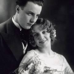 Im Jahr 1930 heiratet Johannes Heesters die Schauspielerin Louise H. Ghijs.