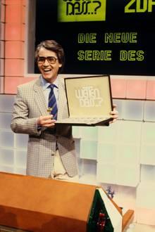 """14. Februar 1981: Am Valentinstag startet sie neue Unterhaltungssendung """"Wetten, dass..?"""" mit Moderator Frank Elstner im ZDF und kommt auf Anhieb gut beim Publikum an."""