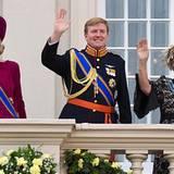 18. September 2012: Prinzessin Máxima, Prinz Willem-Alexander und Königin Beatrix winken vom Palastbalkon, nachdem die Königin d