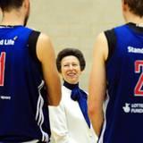 4. Juli 2012: Prinzessin Anne besucht das olympische Basketballteam Großbritanniens im Trainingslager in Loughborough.