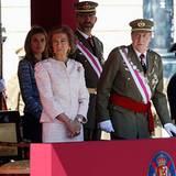 1. Oktober 2012: Die spanische Königsfamilie schaut sich eine Militärparade vor dem Palast in Madrid an.