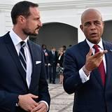 29. Oktober 2012: Der norwegische Kronprinz Haakon besucht Haiti und trifft sich mit dem Präsidenten Michel Martelly in Port Au-