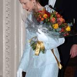 """14. November 2012: Prinzessin Anne hat im """"Institute of Directors"""" in Pall Mall einen Strauß Blumen geschenkt bekommen."""