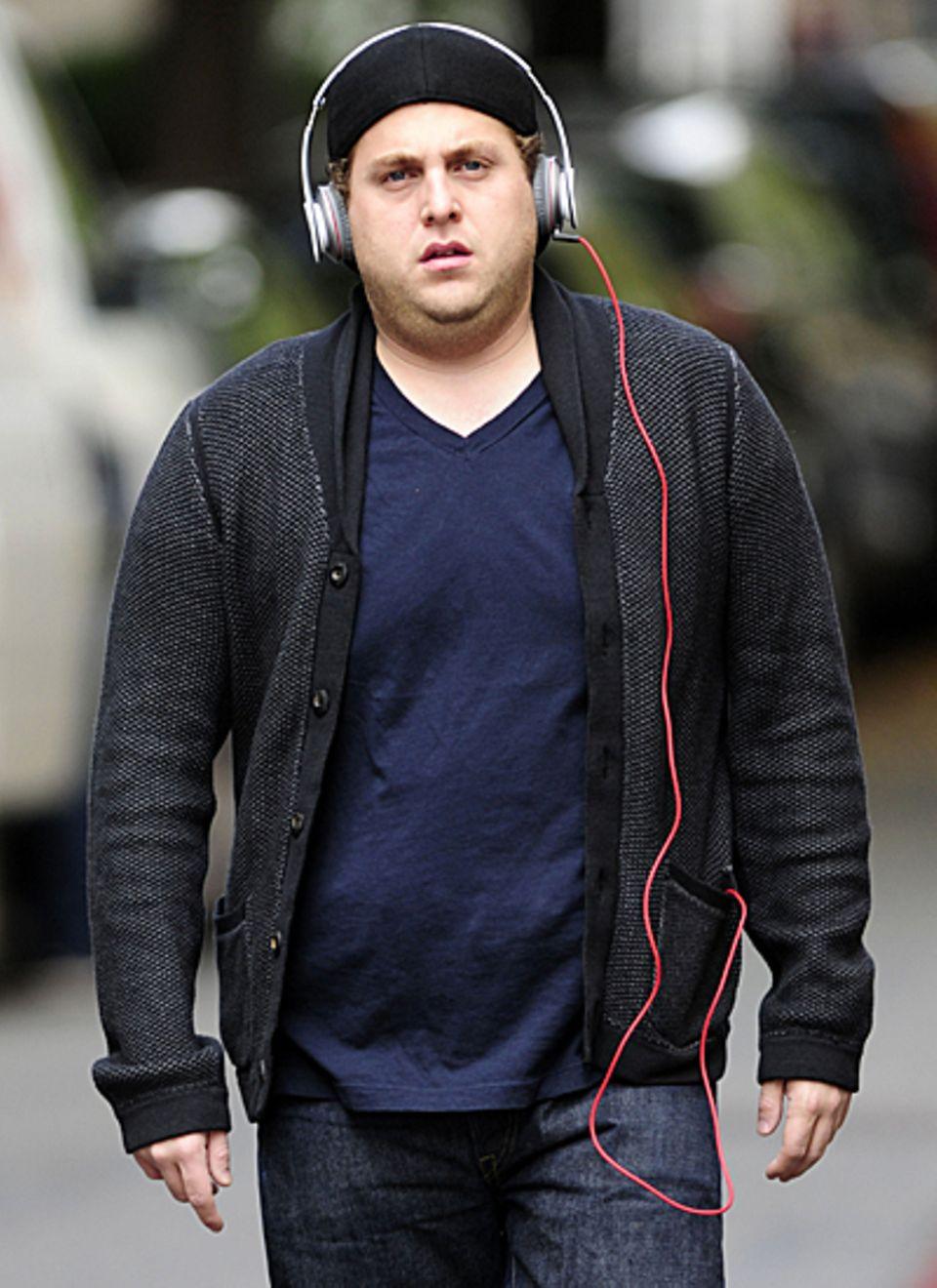 1. November 2012: Nicht mehr ganz so schlank wie vor einigen Monaten läuft Jonah Hill über die Madison Avenue in New York. Dabei