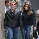 25. Oktober 2012: Ist Bon Jovi schlecht drauf oder einfach nur zu Scherzen aufgelegt? Der Musiker spaziert mit seiner Frau Dorot