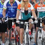 """4. November 2012: Gegen Krebs sitzt Goldie Hawn fest im Sattel. Die Schauspielerin fährt fast 50 Kilometer Fahrrad bei der """"Dolp"""