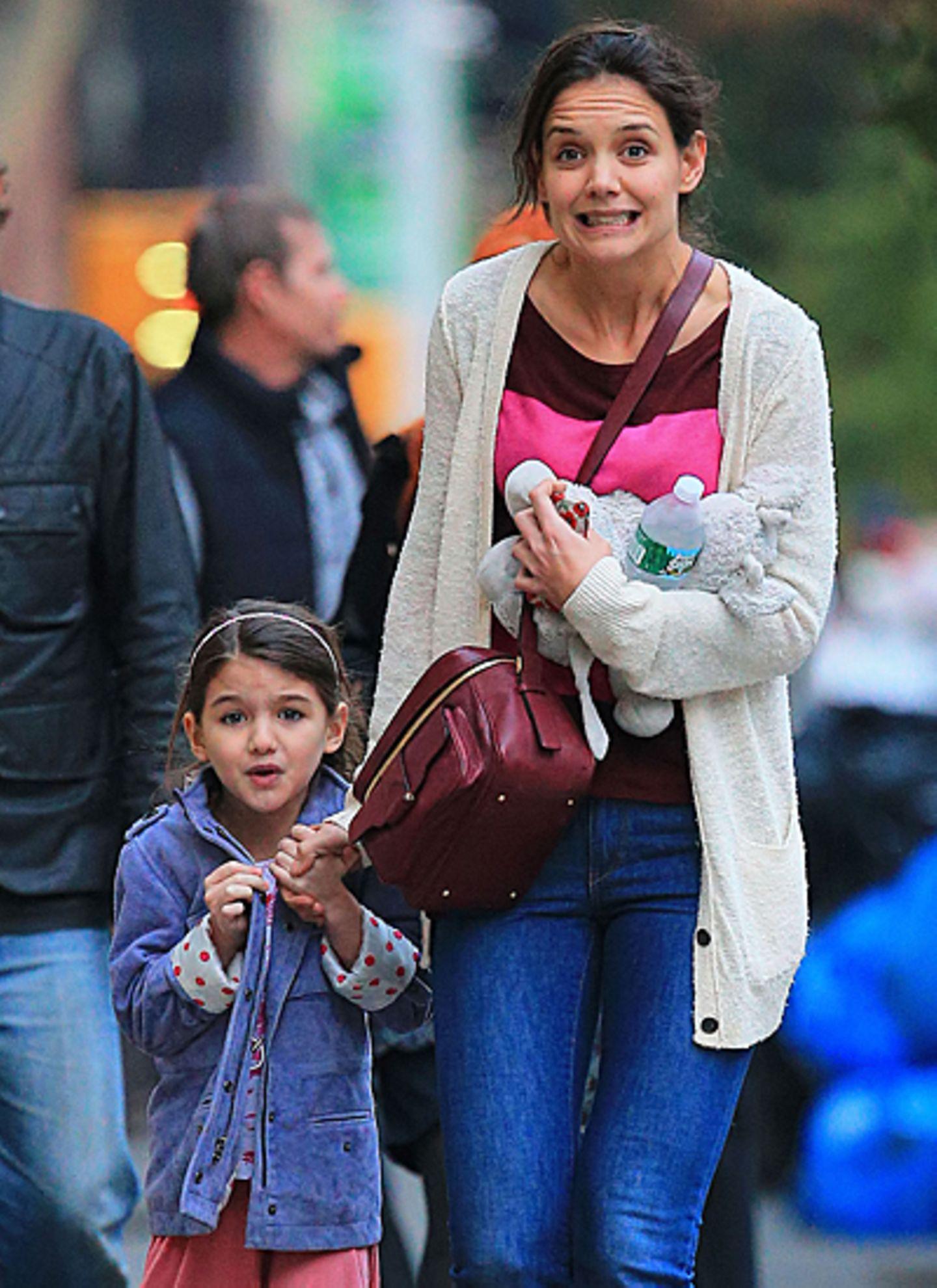 11. November 2012: So sehen Katie Holmes und Tochter Suri aus, wenn sie sich auf Eiscreme freuen. Die beiden sind nämlich gerade