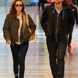 26. November 2012: Kristen Stewart und Robert Pattinson werden am JFK Airport in New York gesichtet.