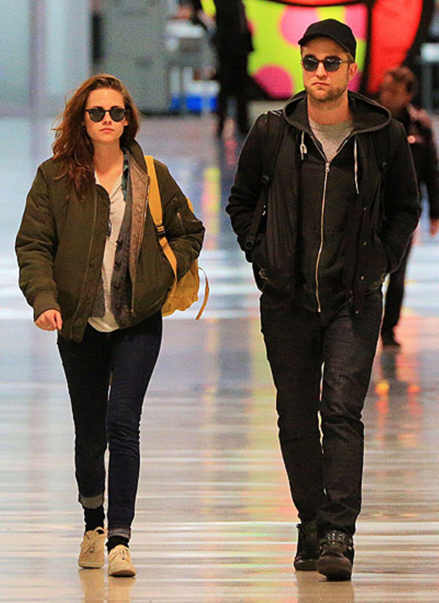26. November 2012: Kristen Stewart und Robert Pattinson werden am JFK Airport in New York gesichtet.