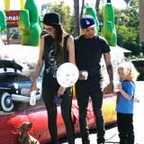 14. Oktober 2012: Für Bronx gibt es einen Luftballon un einen Milchshake von Pete Wentz und Meagan Camper.