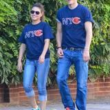 23. September 2012: In den USA ist Football-Season und Mila Kunis und Ashton Kutcher sind offenbar Fans. Zumindest tragen sie Fa
