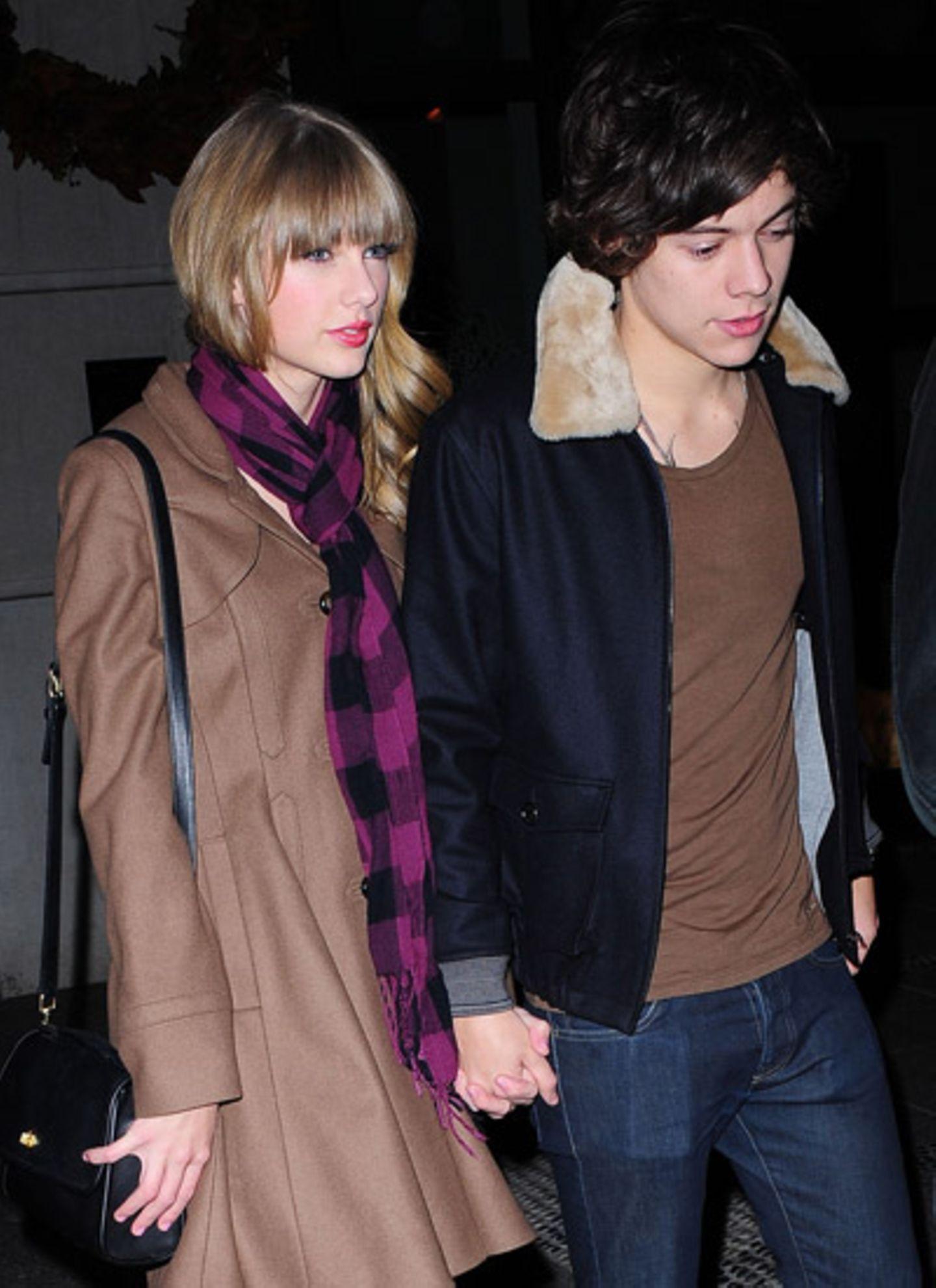 7. Dezember 2012: Taylor Swift und Harry Styles sind Händchen haltend in New York unterwegs.