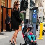 7. Dezember 2012: Bald muss wohl auch Miranda Kerr einsehen, dass Söhnchen Flynn für diesen Kinderwagen schon zu groß ist. Bis d