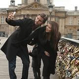 12. November 2012: Nachdem Kourtney Kardashian und Scott Disick ein Liebesschloss an einer Brücke in Paris angebracht haben, ver