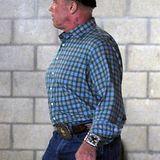 """1. Dezember 2012: Für die Dreharbeiten seines aktuellen Films """"Ten"""" trägt Arnold Schwarzenegger einen Topfhaarschnitt mit Underc"""