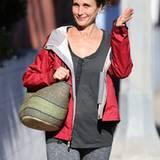 24. Oktober 2012: Gut gelaunt kommt Andie MacDowell in Venice vom Sport.