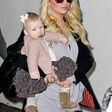 29. November 2012: Jessica Simpson kommt mit Töchterchen Maxwell am Flughafen von Los Angeles an. Die Sängerin soll wieder schwa
