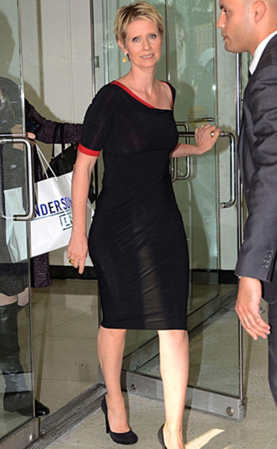"""27. September 2012: Cynthia Nixon verlässt das Studio von """"Anderson Live"""" in New York. In der Talkshow hat sie über ihr Ehe und"""